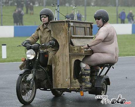 il y en a d'autres Desnudo-sidecar1