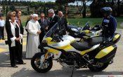 Papst_Bendikt_XVI_Ducati-Multistrada-2