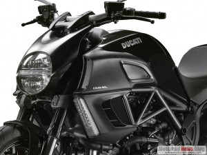 Ducati-Diavel-Diamond-Black (4)