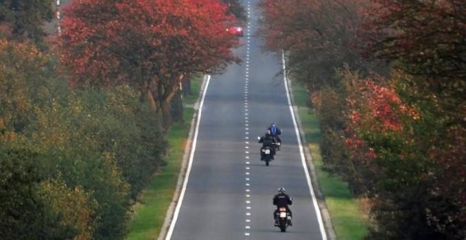 Motorrad im Herbst