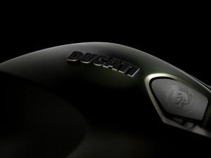 Das bekannte Logo von Diesel und gleich daneben der Ducati Schriftzug.