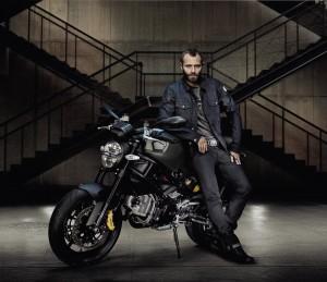 Passende Klamotten zur Ducati - wer das Diesel Monster fährt trägt natürlich? Richtig, Diesel Jeans!