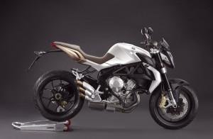 Das zur Zeit wohl erotischste Naked Bike, die MV Agusta Brutale 675, kostet 8.990 Euro und mit EAS 9.390 Euro.