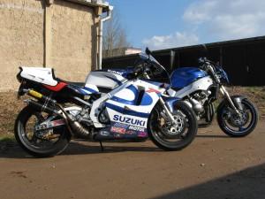 """Das war mal, damalige RGV 250 mit ihrem """"großen"""" Schwesterchen Yamaha FZR 600R."""