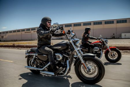 Harley-Davidson Dyna Street Bob, Sportster 1200 Custom A und B
