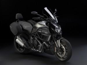 Ducati Diavel Strada 2013-1