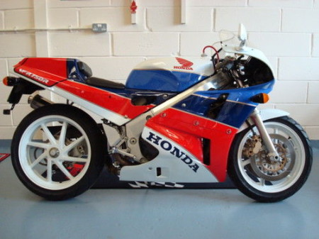 Honda-VFR750R-RC30-1