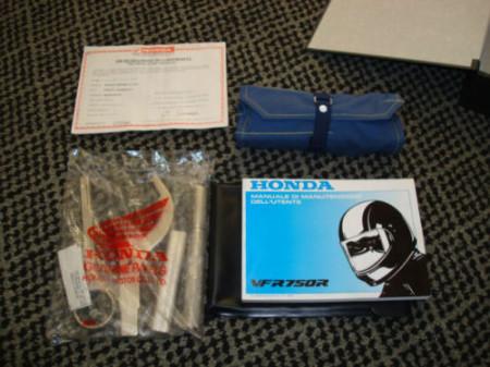 Honda-VFR750R-RC30-4