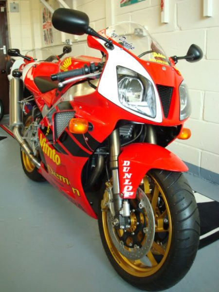 Honda-VTR1000SP1-Joey-Dunlop-Edition-2