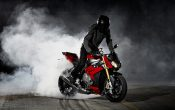 bmw-s-1000-r-action-10