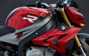 bmw-s-1000-r-action-23