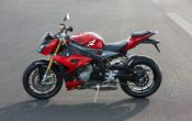 bmw-s-1000-r-action-39