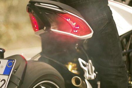 Ein Heck was zu gefallen weiß, mit der Dragster erschließt sich für MV Agusta gleichzeitig auch eine neue Motorradkategorie.