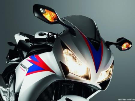honda-cbr1000rr-fireblade-2012-17