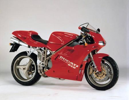 Noch vor der F4 setzte die Ducati 916 einen Fußabdruck in der Motorradwelt, von der Ducati bis heute profitiert.