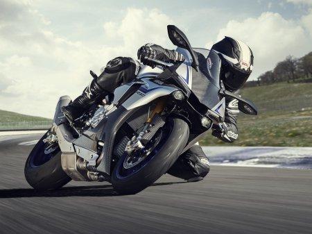 Yamaha YZF-R1M 2015 (1)