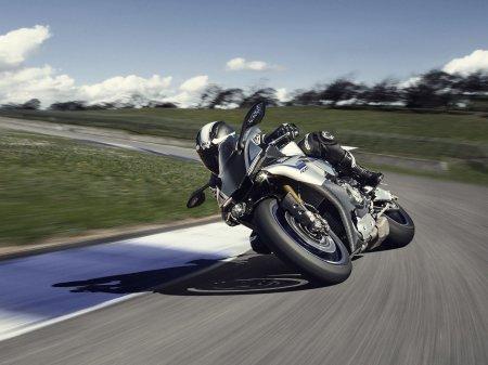 Yamaha YZF-R1M 2015 (4)