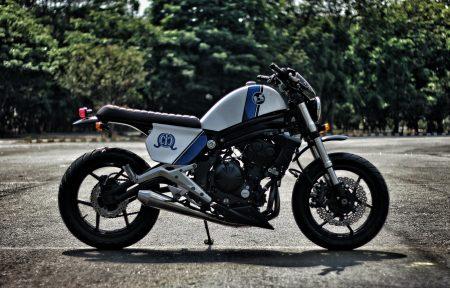 """Immer noch deutlich als Kawasaki ER-6n zu erkennen, aber dennoch macht die """"The Cics"""" von Studiomotor an. Wenig Motorrad, oder besser: genau die richtige Dosis Motorrad die es braucht."""