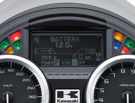 In dem überarbeiteten Cockpit lässt sich das Display von schwarz/weiß auf weiß/schwarz umschalten.