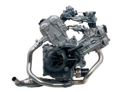 Der V2-Motor ist in seinen Grundzügen schon ein Veteran. Umfangreich überarbeitet, fast unkaputtbar und fit für 2016 treibt er nun die neue SV650 an.